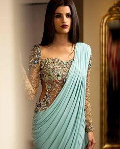 30 beeindruckende Designs von Maggam Arbeitsblusen in Indien - Design Kunst Saree Gown, Sari Dress, Lehenga Choli, Modern Saree, Designer Party Wear Dresses, Saree Trends, Stylish Sarees, Fancy Sarees, Saree Blouse Designs