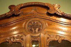 Faragott antik bútor