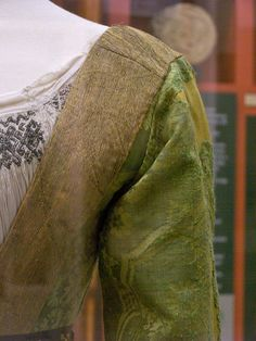 Mary of Burgundy's gown - shoulder seams - front by taryneast, via Flickr
