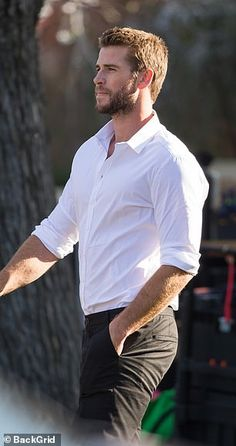 Liam Hemsworth looks sharp on set of TV commercial in Melbourne - Liam Hemsworth has all eyes on him as he steps out to film for TV commercial in Melbourne Celebrity Gossip, Celebrity Crush, Celebrity Guys, Liam Hamsworth, Hemsworth Brothers, Chris Hemsworth Thor, Actrices Hollywood, Hot Actors, Hot Cops