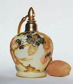 Perfect! Perfume Atomizer, Antique Perfume Bottles, Vintage Perfume Bottles, Perfumes Vintage, Bottle Art, Glass Bottles, Glass Art, Bedford Massachusetts, Beautiful