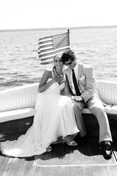 GETAWAY BOAT. Wedding boat exit for these newlyweds. Wedding Photographer Chicago. Wedding photos; wedding photography; wedding photo ideas. #WeddingPhotos #WeddingPhotography