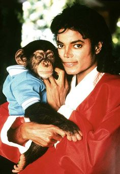 """from the story """"Michael Jackson"""" by MitaahhJackson (KING OF POP) with 128 reads. Saint Yves, Jackson Family, Janet Jackson, Michael Jackson And Bubbles, Michael Jackson Art, Michael Jackson Thriller, Familia Jackson, Invincible Michael Jackson, King Of Music"""