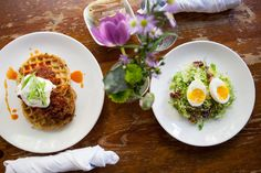 A weekend in New York just isn't complete without brunch. See our picks for a late breakfast on the weekend.