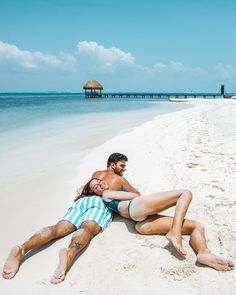 Paradise photography for beginners, cancun, tulum, travel couple, tropical para Beach Poses For Couples, Cute Couples Goals, Couple Goals, Couple Beach Pictures, Vacation Pictures, Honeymoon Pictures, Beach Photography Poses, Couple Photography, Travel Photography