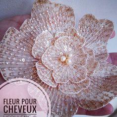 Nouvelle fleur pour cheveux couleur rose poudré, technique Lunéville  #broderiemain #broderie #embroderie #embroideryart #hautecouture #lunevilleembroidery #luneville #heollene #etsy #etsyfrance #etsybestsellers #differencemakesus #handmade #faitmain #fleurs #flower #madeinfrance #paillettes #perlage #fashionaccessories #fashiondesigner #fashion #fashionblogger #rosepoudré #powderypink #pinup