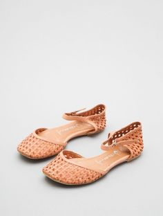 A soft leather basket weave wraps the toes and cups the heel for a cute earthy style.