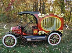 1915 Ford Model T Circus wagon Ford Motor Company, Vintage Trucks, Old Trucks, Pickup Trucks, Ford Classic Cars, Classic Chevy Trucks, Chevy Classic, Ford Lincoln Mercury, Buick