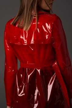 Raincoats For Women Trench Girls Raincoat, Red Raincoat, Vinyl Raincoat, Raincoat Jacket, Stylish Raincoats, Raincoats For Women, Mode Outfits, Fashion Outfits, Imper Pvc
