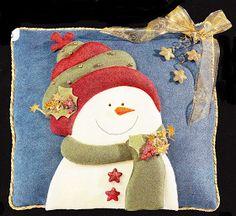 Todos los productos están elaborados a mano, en telas resistentes y durables.         1. CojínFlores con Noel35 x 50 cms. - $60.000    ... Magnolia, Christmas Stockings, Pillows, Holiday Decor, Felting, Holidays, Home Decor, Scrappy Quilts, Throw Pillows