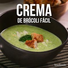Video de Crema de Brócoli Fácil Prepare this broccoli cream that is a delight and is also super easy to make. A rich option to increase the consumption of vegetables at meals and benefit everyone at home. Veggie Recipes, Mexican Food Recipes, Soup Recipes, Vegetarian Recipes, Cooking Recipes, Healthy Recipes, Cooking Pasta, Paleo Food, Recipes Dinner
