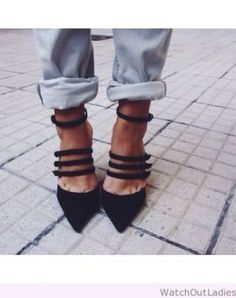 Super cute shoes paired with jeans! Zapatos Shoes, Women's Shoes, Me Too Shoes, Shoe Boots, Looks Style, Style Me, Mode Shoes, Look Fashion, Womens Fashion