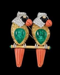 A brilliant, emerald and coral 'parrots' brooch by David Webb - Jewellery - Realized price: EUR - Dorotheum Coral Jewelry, Bird Jewelry, Animal Jewelry, Jewelry Art, Jewelery, Vintage Jewelry, Jacqueline Kennedy Onassis, David Webb, Helen Mirren