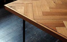 Visgraat tafel van Dry Creative Projects