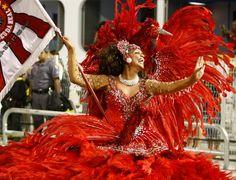 Dragões da Real desfila no segundo dia do Carnaval 2012 em São Paulo - Fotos - UOL Carnaval 2012