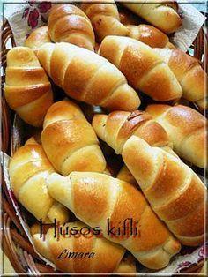 Limara péksége: Húsos kifli Bread Recipes, Baking Recipes, Cake Recipes, Sweet Pastries, Bread And Pastries, Savory Pastry, Salty Snacks, Hungarian Recipes, Food Humor