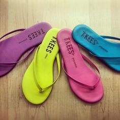 tkees flip-flops.