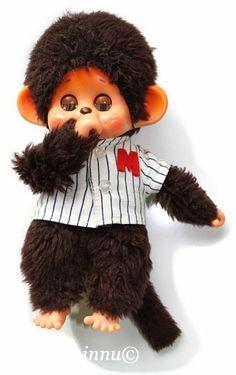 Japanilaiset Monchhichi leluapinat ovat alkuaan jo 70-luvun juttu, mutta Suomeen tulivat Euroopan kautta v. 1981. Niitä pystyivaatettamaan ...