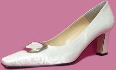 #Escarpin habillé pour #mariage et #cérémonie. A noter le cuir #fantaisie qui donne tout le charme élégant de cette chaussure. Existe jusqu'au 45 en stock , #chaussurefemme , #grandetaille, #grandepointure, #femme, #mode , #gay, #travesti , #talonhaut, #talonaiguille