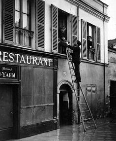Paris, crue janvier 1910 by Roger Viollet