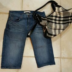J Brand Athens Capri Jeans 25 Authentic J Brand jeans size 25.  Capri/knee length with an inseam of 14 inches.  Athens wash.  92% cotton denim with 7% polyester and 1% spandex. Good condition. J Brand Jeans Ankle & Cropped