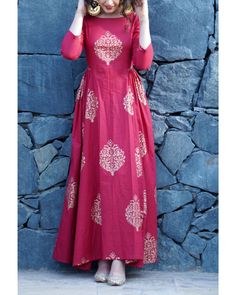 Shop Maroon gold print side pleated maxi is part of Dresses - The traditional look is accomplished by gold print in the maroon gold print side pleated maxi Complete the look by pairing it with traditional jutis and you are ready to rock the function Indian Designer Outfits, Designer Dresses, Designer Kurtis, Stylish Dresses, Fashion Dresses, Fashion Wear, Fasion, Trendy Fashion, Girl Fashion