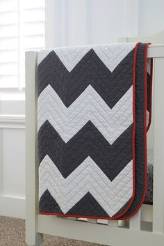 My son most certainly does need another navy and white quilt. After finishing the houndstooth quilt, I made this zig zag chevron quilt for Henry in May and scheduled a pos… Chevron Quilt, Patchwork Quilt, Baby Chevron, Chevron Blanket, Cot Quilt, Red Chevron, Geometric Patterns, Quilt Patterns, Quilting Projects