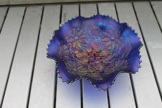 Carnival glass : Poinsettia and Lattice, Northwood footed bowl, Electric Blue