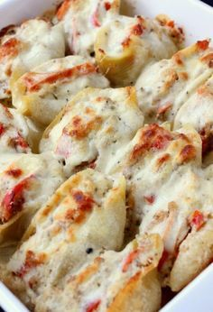 Philly Cheesesteak Stuffed Shells are browned in the oven with a creamy sauce underneath! (Bake Rice In The Oven) Stuffed Shells With Meat, Cheese Stuffed Shells, Stuffed Shells Recipe, Jumbo Shell Recipes, Pasta Recipes, Cooking Recipes, Macaroni Recipes, Casserole Recipes, Diner Recipes