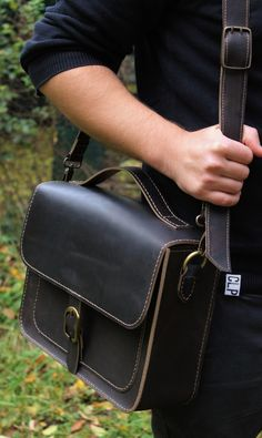 Handmade Leather Bag Dimensions 33.5 / 23 / 9 cm Bovine Leather