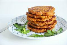 Galettes de patate douce : http://www.mangoandsalt.com/2016/04/13/galettes-de-patate-douce-echalote/
