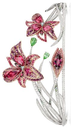Chaumet's 2016 Passion Incarnat tiara - Tanzanian red spinels, rhodolite garnets and leaf-green tourmalines. The 2 lilies in bloom are detachable brooches.