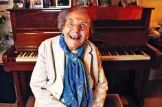 ALICE HERZ-SOMMER (1903-2014): fue una pianista judía, profesora de música, y supercentenaria de Bohemia, y un sobreviviente del campo de concentración de Theresienstadt. Una de los pocas Supercentenario conocidas por razones distintas a su longevidad, ella vivía en Belsize Park en Londres desde 1986 hasta su muerte, a la edad de 110 años fue la sobreviviente del Holocausto conocida de mayor edad, del mundo.
