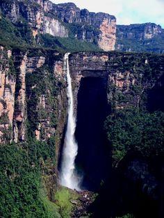 Salto en cuenca del río Caroni