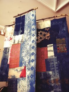 free people display - for hanging textiles Visual Display, Display Design, Store Design, Design Shop, Display Ideas, Quilt Display, Fabric Display, Display Wall, Bunting