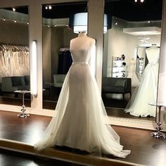 Silk crepe @inesdisanto  wedding dress paired with removable skirt. Style look by #SBstylistJessica #sbsocial #sbstylist #inesdisanto #bridaltrend #weddingdresses #bridalgowns #solutionsbridal