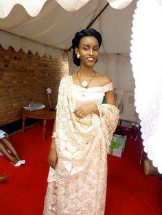 #umushanana  Rwandese bride @benyvela Best African Dresses, African Wedding Dress, African Wear, African Attire, Traditional Wedding Attire, Traditional Dresses, African Men Fashion, African Fashion Dresses, Elegant Dresses