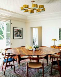 Gorgeous large round dining table with rehopolstered midcentury modern dining chairs Mid Century Modern Dining Room, Modern Dining Room Tables, Dining Room Lighting, Dining Room Sets, Dining Room Design, Mid Century Dining Table, Table Lighting, Kitchen Lighting, Bedroom Lighting