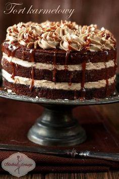 Obłędnie pyszny tort karmelowy, który zaskoczy Was głębią smaku.