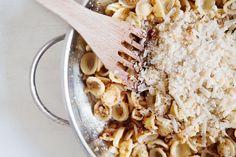Pasta mit geröstetem Blumenkohl und Pinienkernen