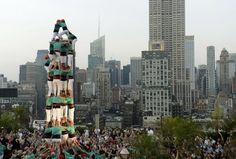 人間の塔、8段重ねの新記録達成 ニューヨーク