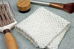 This free seed stitch washcloth knitting pattern lets you learn the seed stitch and make a useful washcloth for the bathroom.