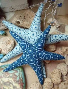 Estrelas azuis da cor do mar