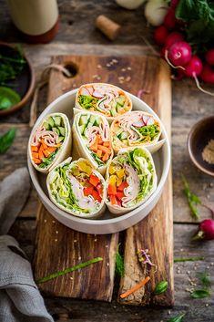 Wrapy na 3 sposoby - w sam raz do lunchboxu - Filozofia Smaku No Salt Recipes, Cooking Recipes, Healthy Recipes, Cucumber Rolls, Polish Recipes, Spring Rolls, Aesthetic Food, Meal Prep, Appetizers