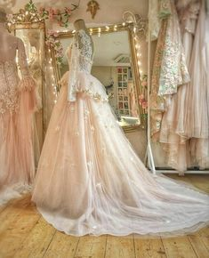 's Wedding Dress😍✨ Ball Dresses, Ball Gowns, Prom Dresses, Quince Dresses, Quinceanera Dresses, Dream Wedding Dresses, Wedding Gowns, Fairytale Gown, Fantasy Gowns