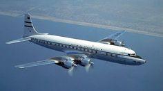 No início da década de 1950, a Panair do Brasil, então a maior empresa aérea internacional do Brasil, encomendou quatro aeronaves a jato De Havilland Comet II, com opção para dois Comet III. Jatos comerciais eram novidade absoluta nessa época, e a Panair se esforçava por se manter a vanguarda da aviação comercial brasileira.