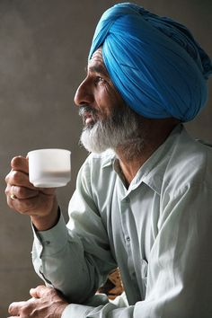 Sikh relaxing with a cup of Indian Chai In This World, We Are The World, People Around The World, India Culture, Tea Culture, Nespresso, Religion, Amazing India, Indian People