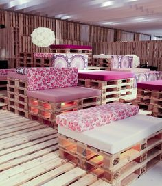 Sala VIP de ARCO Madrid  You could do a retail store or a restaurant in pallet furniture and it would be stunning!