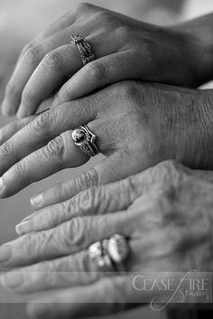 57 ideas for wedding photography ideas family grandmothers Wedding Poses, Diy Wedding, Dream Wedding, Wedding Day, Wedding Rings, Love Photography, Wedding Photography, Hand Photo, Wedding Story