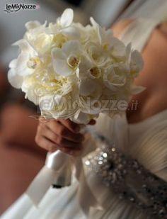 http://www.lemienozze.it/gallerie/foto-bouquet-sposa/img34605.html Piccolo bouquet sposa di orchidee bianche